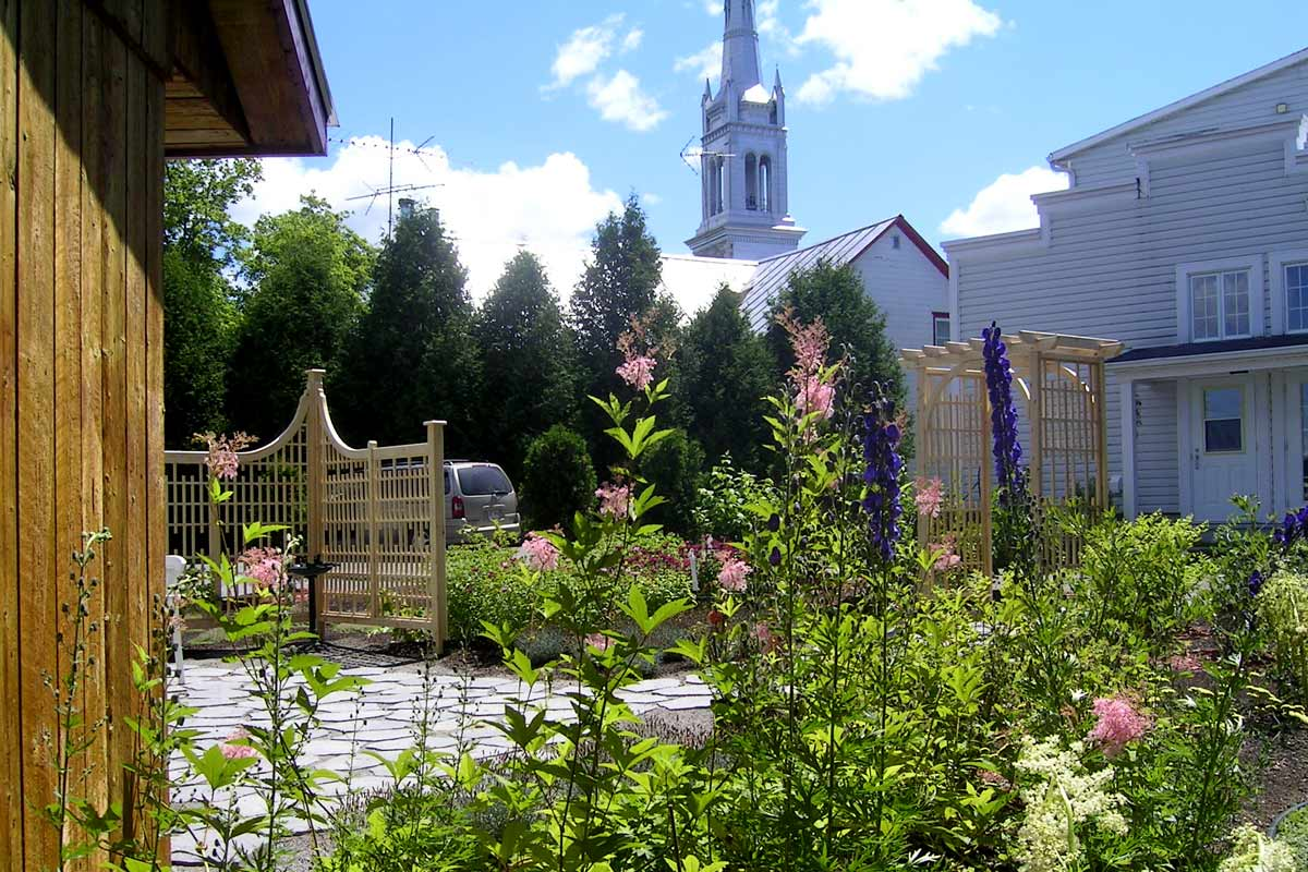 maison-denis-saint-ubalde-garden